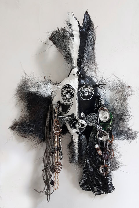 Masque noir et blanc à la canette de Perrier
